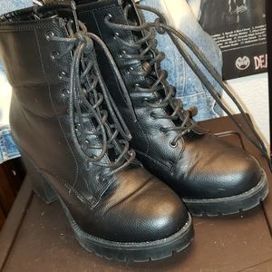 Excellent condition black boots